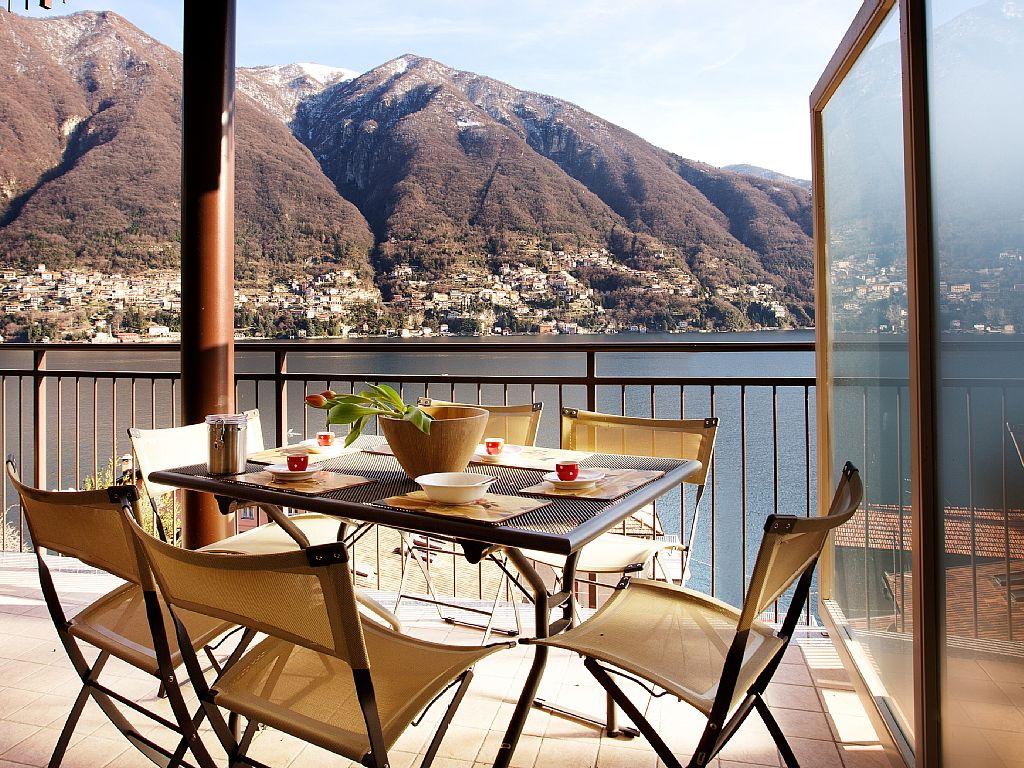 Laglio Ribolla Azzuro stylish modern Apartment With Wonderful Lake Views