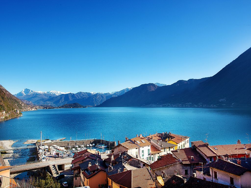 Modern lake view apartment in Argegno