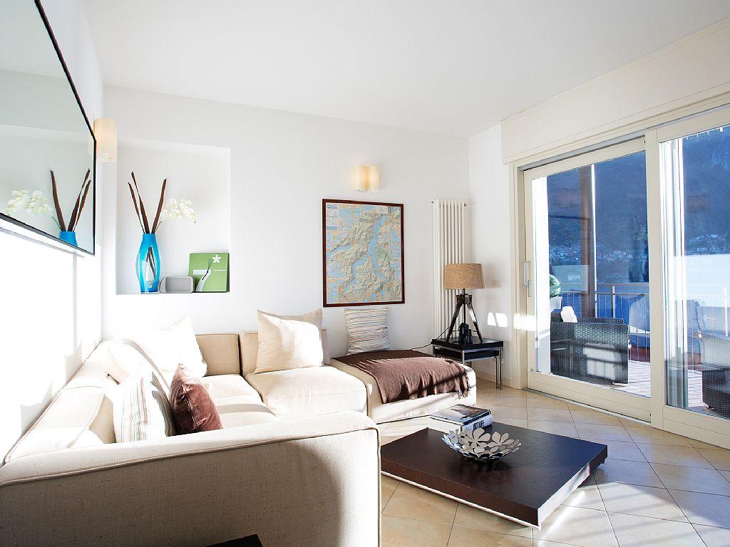 Stylish Lake View Garden Apartment