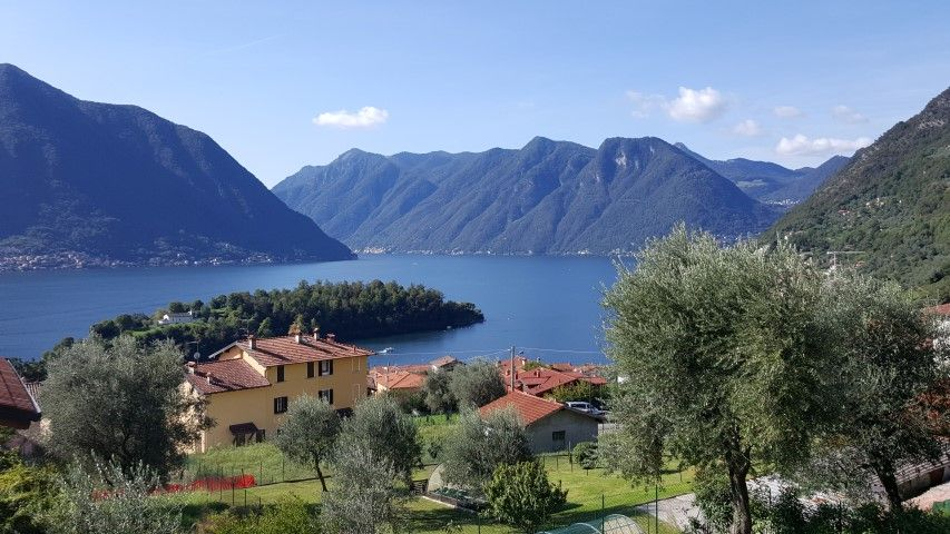 """Ossuccio Grande """"D"""" two floors with garden and private pool sleeping up to 8 guest"""