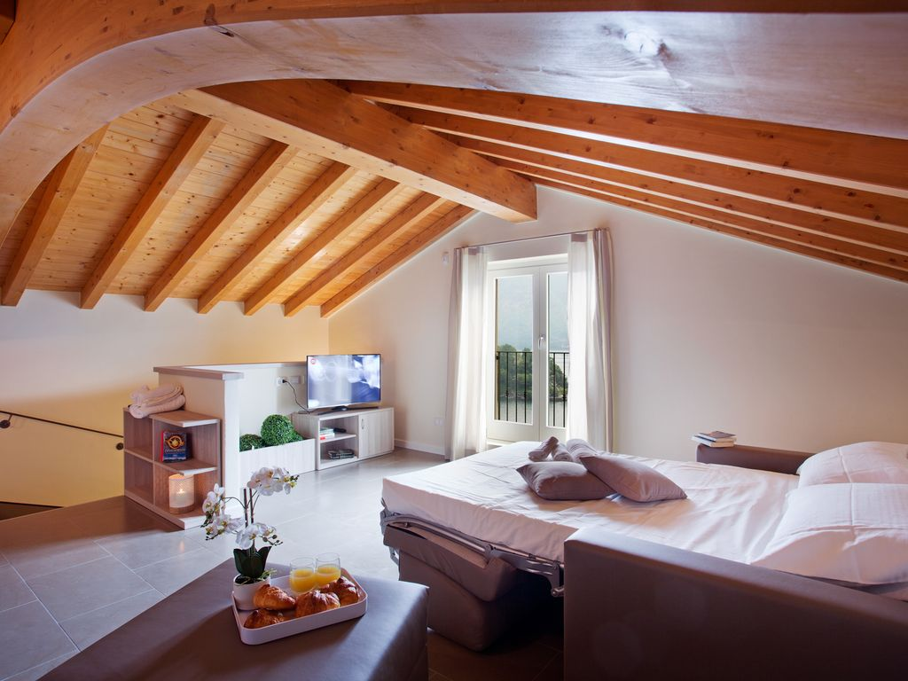 Exclusive Lake Como property with spectacular views with pool, sauna, jacuzzi – Apartament 2
